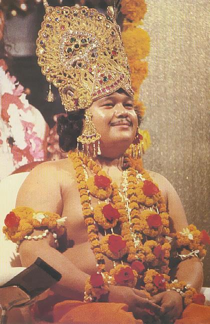 image of Maharaji with crown and mala